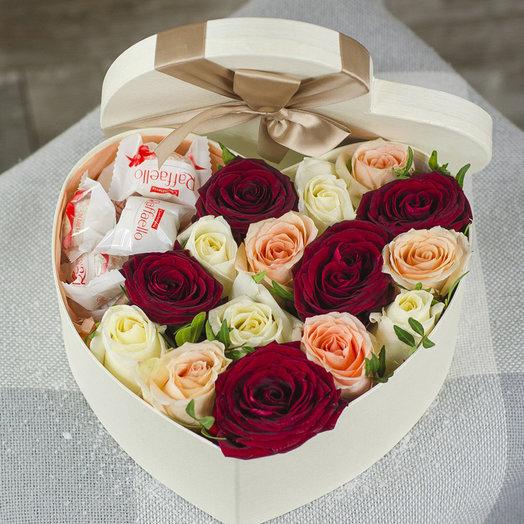 Сердце с розами и рафаэлло