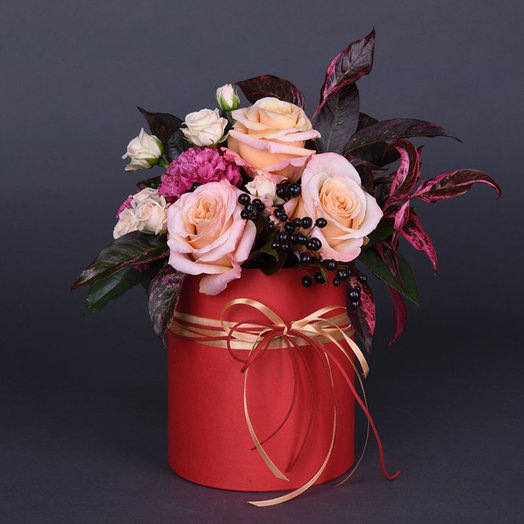 Шляпная коробка с цветами «Яркое мгновение»: букеты цветов на заказ Flowwow