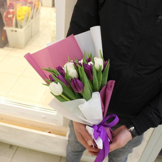 29 белый и фиалетовый тюльпан: букеты цветов на заказ Flowwow