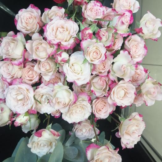 Многоточие: букеты цветов на заказ Flowwow