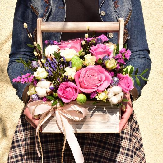 Очаровательная композиция  с цветами и конфетами