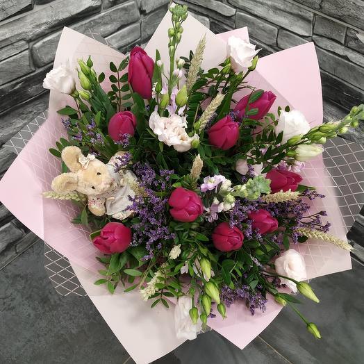 Ароматный букет с матиоллой,лизиантусом и тюльпанами: букеты цветов на заказ Flowwow