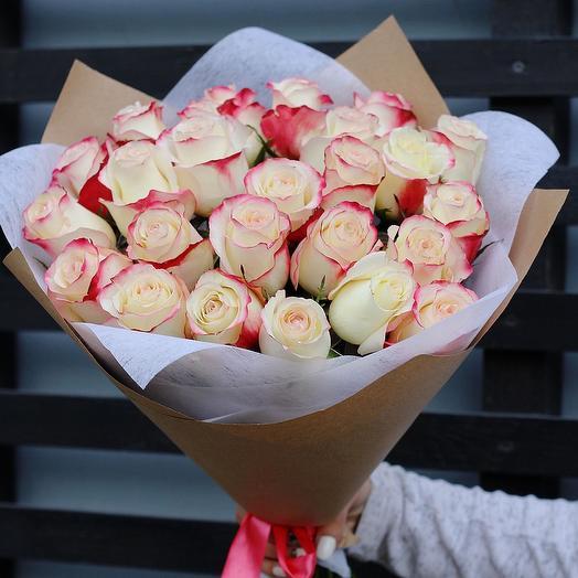 Elite roses (Ecuador)with red edges