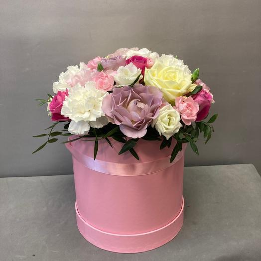 Коробка с розами и гвоздикой