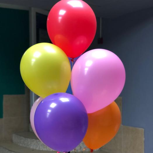 Фонтан из 7 разноцветных шаров