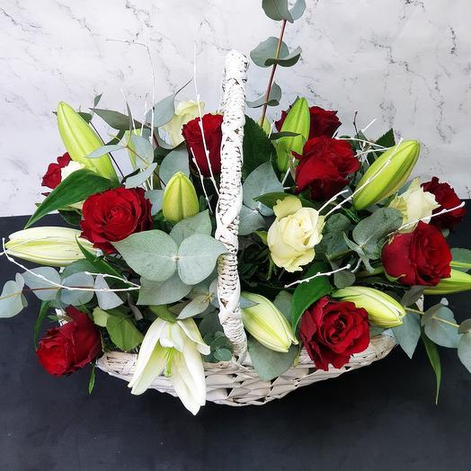 """Корзина с лилиями и розами """"Love story"""""""