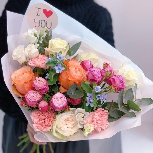 Красивый букет с пионовидной розой