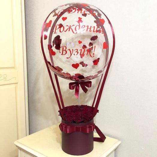 Розы красные с шаром баблс. Цветы с шаром. Букет с шаром
