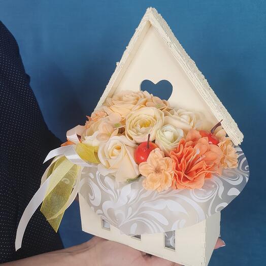 Яркий конверт из мыльных цветов