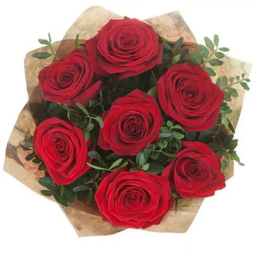 Из красных роз