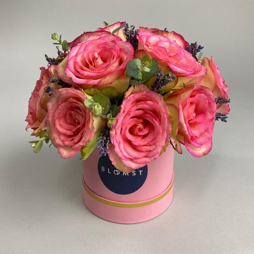 Композиция с розами и лавандой в коробке