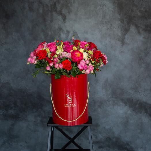 Яркая композиция из роз