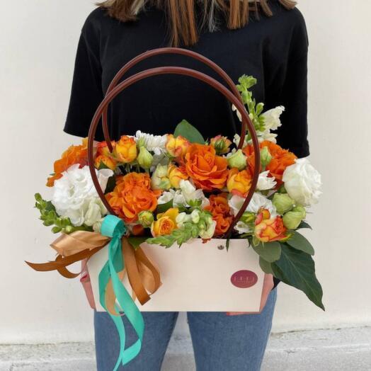 Сумочка Эустом, Роз и Кустовой Хризантемы