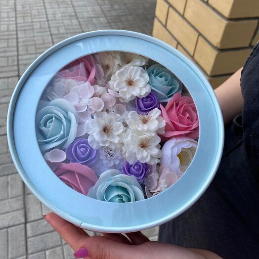 Цветочки в коробочке с крышкой