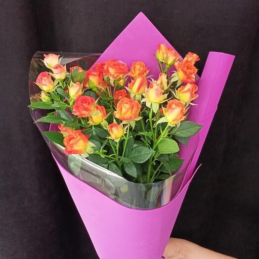Букет из 7 оранжевых кустовых роз