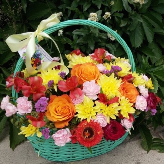 Подарочная корзина Летнее настроение: букеты цветов на заказ Flowwow