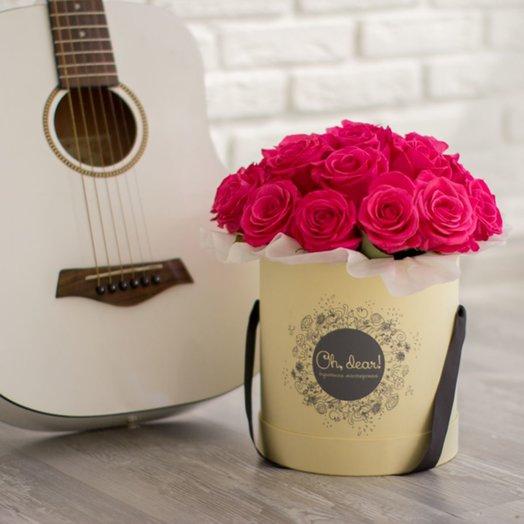 41 малиновая роза в коробке