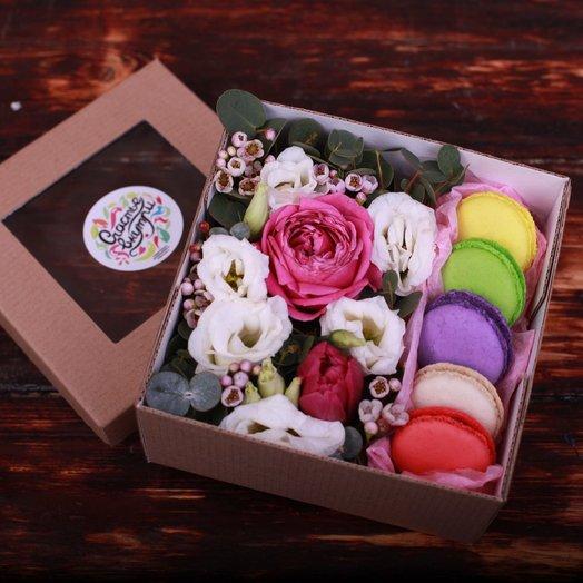 Маленькая бюджетная коробочка с макаронс 1: букеты цветов на заказ Flowwow
