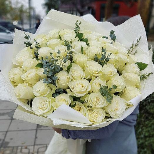 51 голландская роза с эвкалиптом