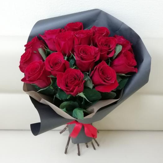 15 роз в чёрном крафте: букеты цветов на заказ Flowwow