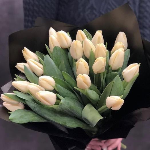 Букет из 25 белых тюльпанов: букеты цветов на заказ Flowwow