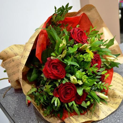 Комплимент в крафте 2: букеты цветов на заказ Flowwow