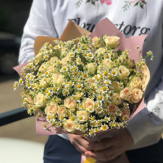 Кустовая роза с ромашкой. N454