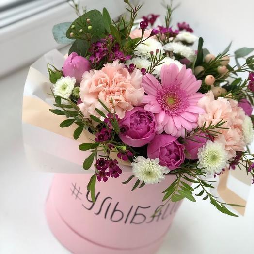 Коробка цветочная Улыбайся: букеты цветов на заказ Flowwow
