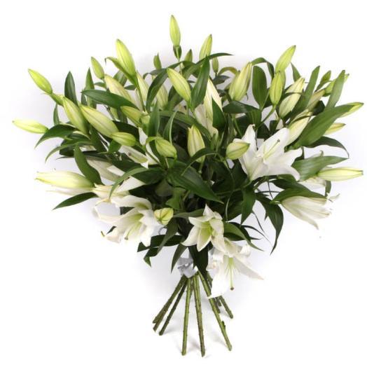 11 лилий белая красавица