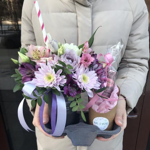 Цветочный коктейль с макарунами: букеты цветов на заказ Flowwow