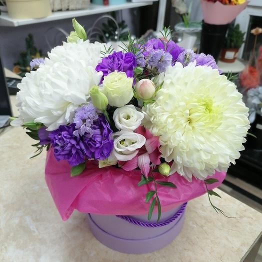 Коробка с хризантемой: букеты цветов на заказ Flowwow
