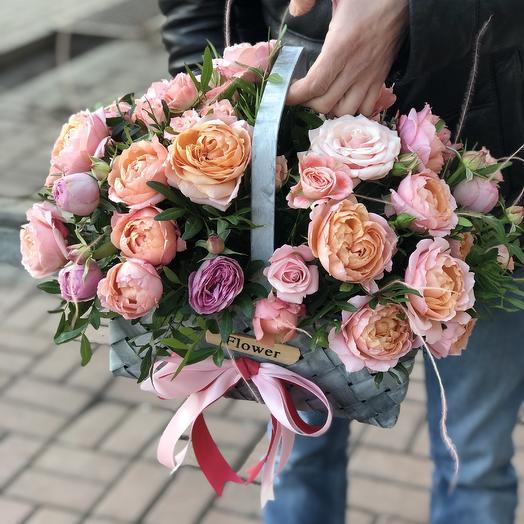 Корзина с пионовидными Розами: букеты цветов на заказ Flowwow