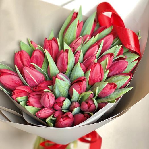 Роскошный букет из 49 тюльпанов: букеты цветов на заказ Flowwow
