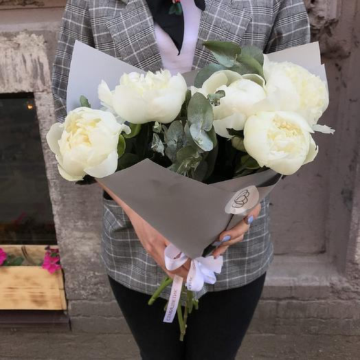 5 Белых Пионов: букеты цветов на заказ Flowwow