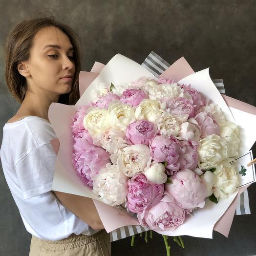 Букет из белых и розовых пионов: букеты цветов на заказ Flowwow