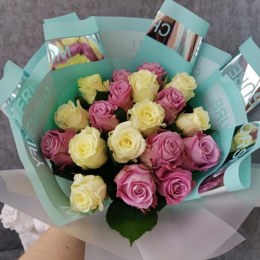 Бирюзовая магия с розами: букеты цветов на заказ Flowwow