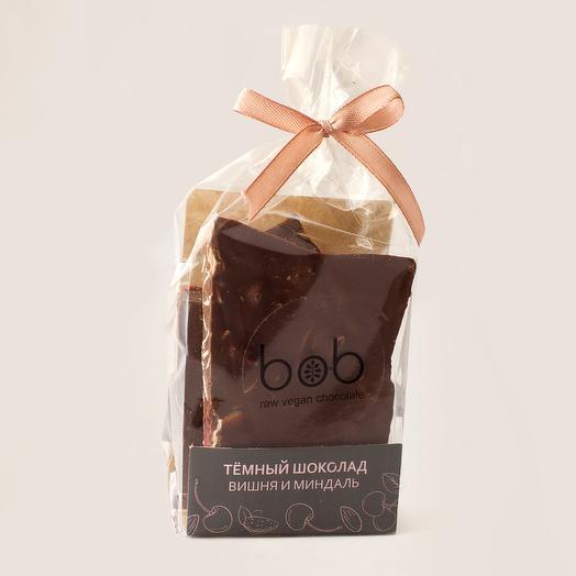 Темный шоколад с вишней и миндальными лепестками