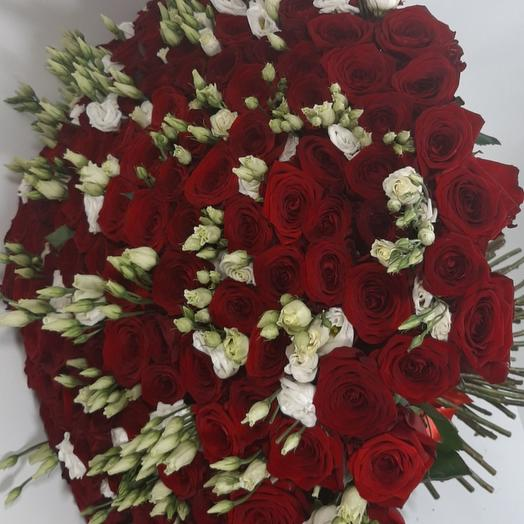 151 красная роза с эустомой