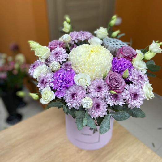 Нежная коробка с хризантемами