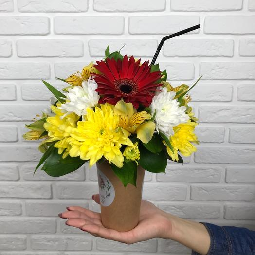 A glass of chrysanthemum and gerbera