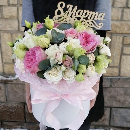 """Цветы в коробке """"С 8 марта, любимая !"""""""