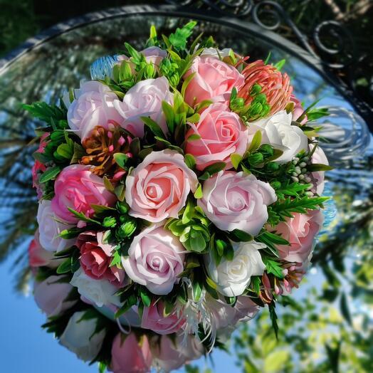 Светящийся букет из мыльных роз