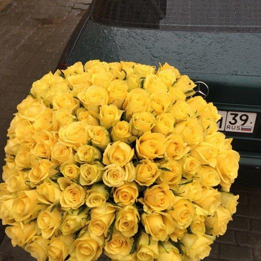 Букет из 101 желтой кенийская роза: букеты цветов на заказ Flowwow