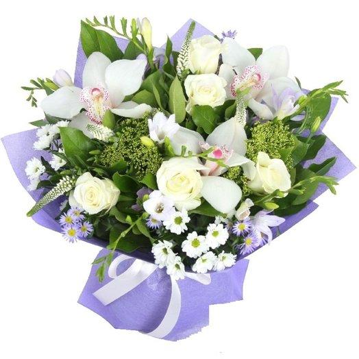 Букет Нежность моя из орхидей роз зелени Код 170086: букеты цветов на заказ Flowwow