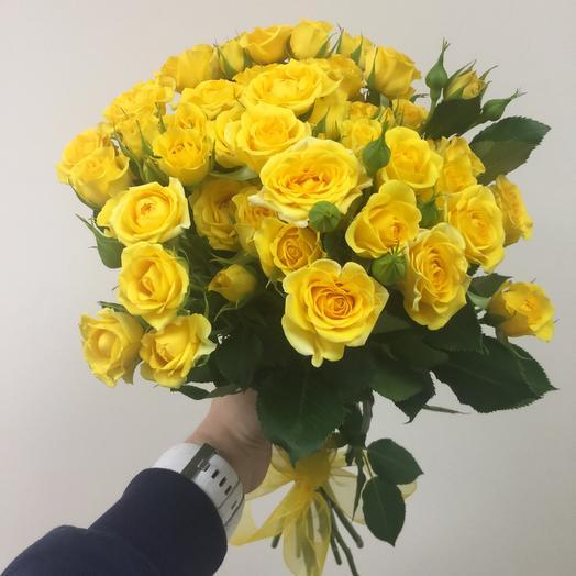 Букет из 11 желтых кустовых роз 50 см: букеты цветов на заказ Flowwow