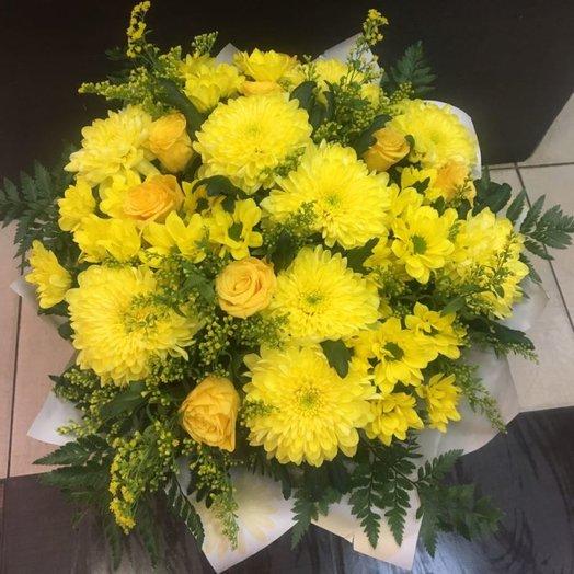 Солнечный букет с хризантемами