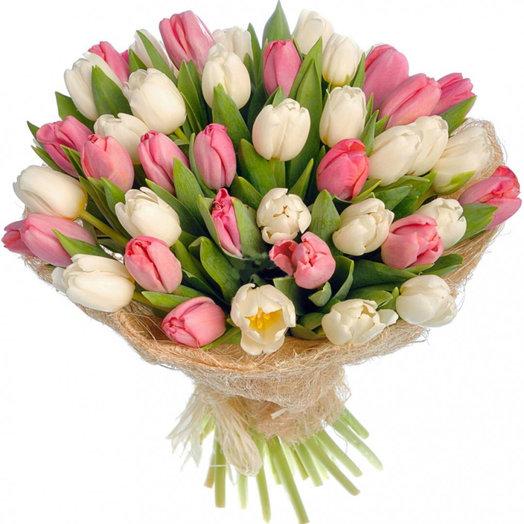 35 бело-розовых тюльпанов: букеты цветов на заказ Flowwow