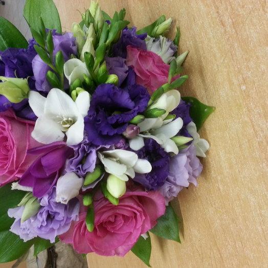 Букет с лизиантусами: букеты цветов на заказ Flowwow