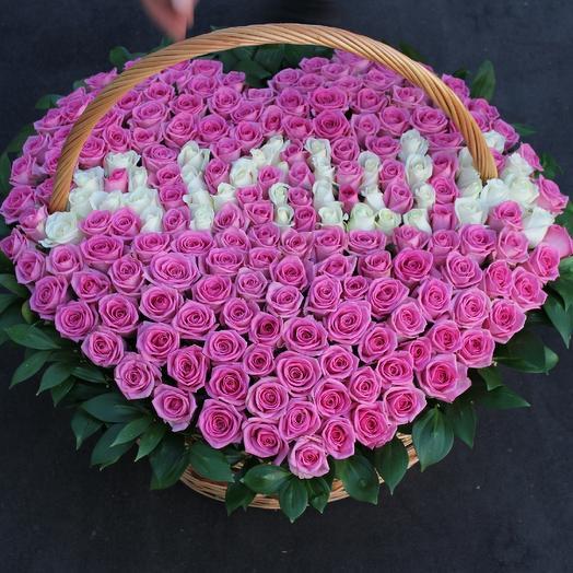 Имена из роз в корзине