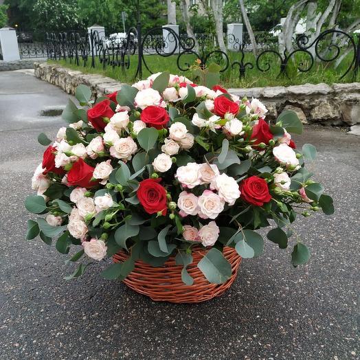 """Корзина роз """"Ласковый поцелуй"""""""